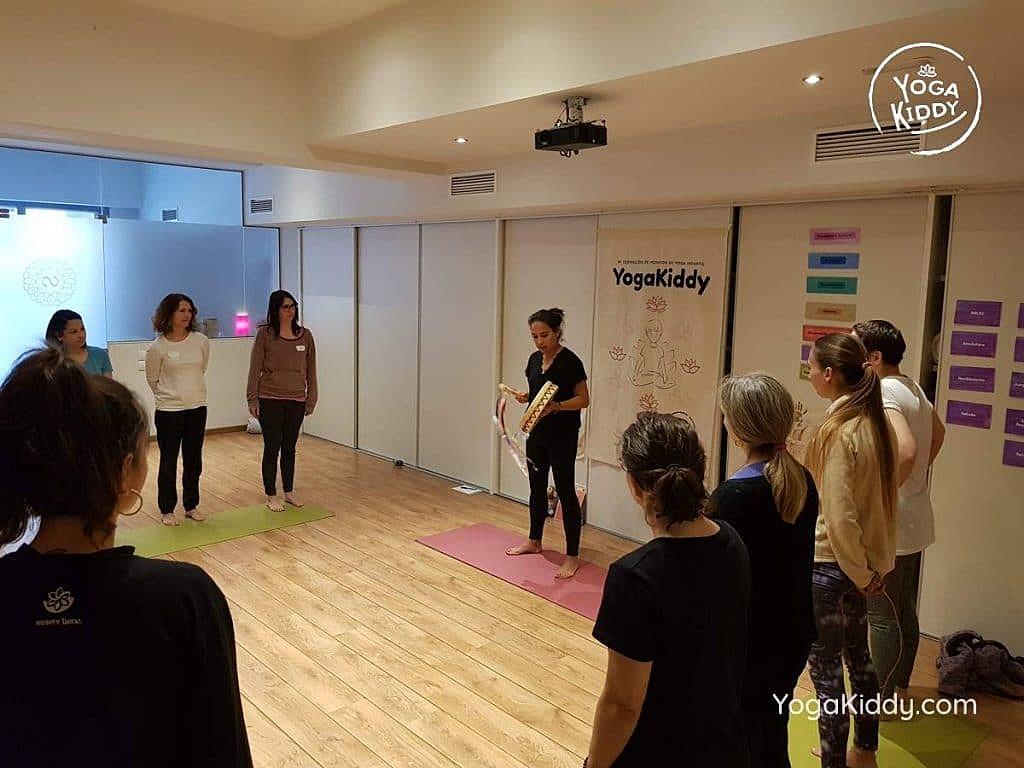 yoga-para-niños-barcelona-espana-formación-monitor-instructurado-profesor-yoga-infantil-yogakiddy_49-1024x768