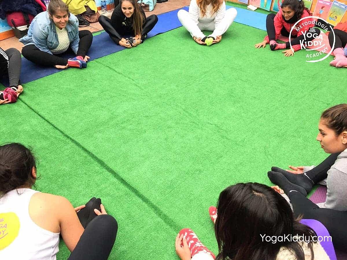 yoga-para-niños-arica-chile-formación-monitor-profesrorado-instructurado-YogaKiddy-0026