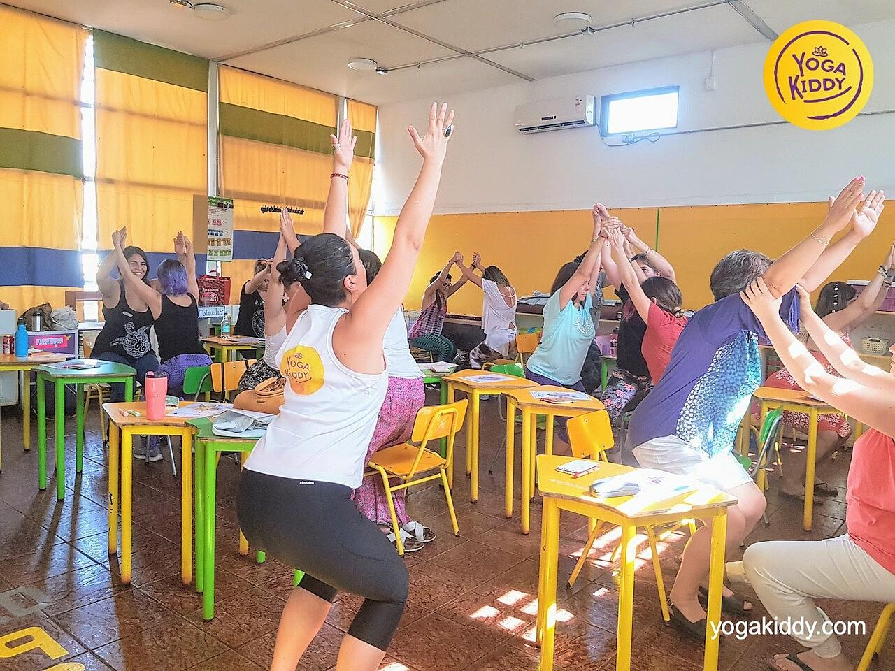 yoga en el aula sala de clase yogakiddy 0008
