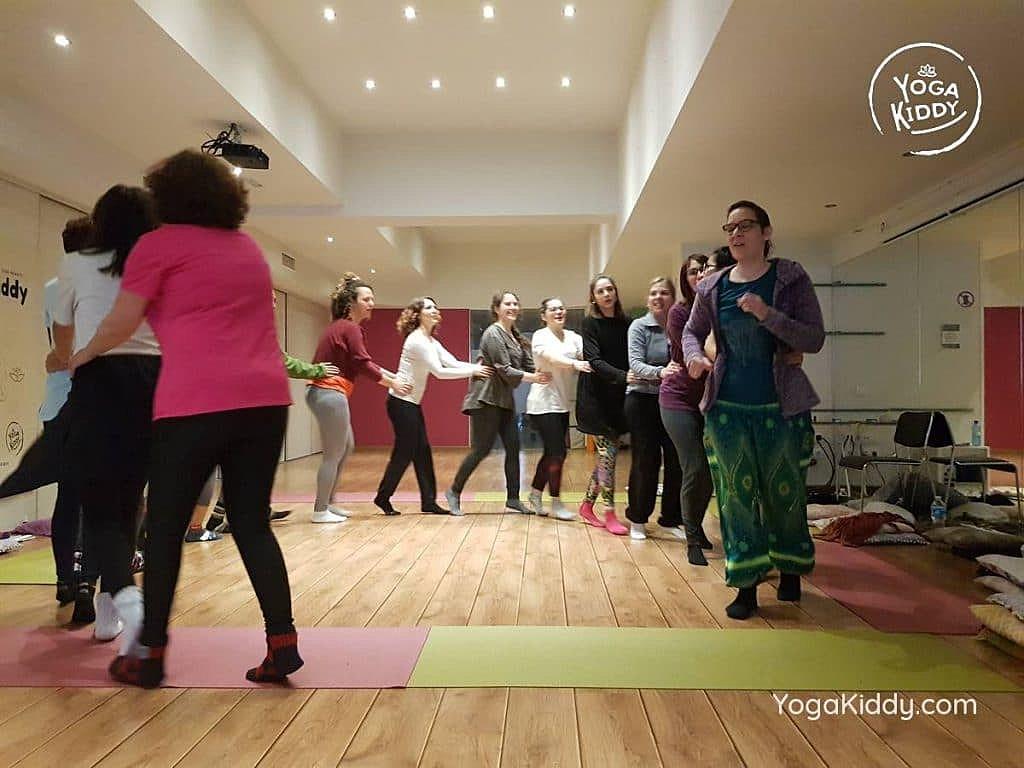 yoga-para-niños-barcelona-espana-formación-monitor-instructurado-profesor-yoga-infantil-yogakiddy_28-1024x768