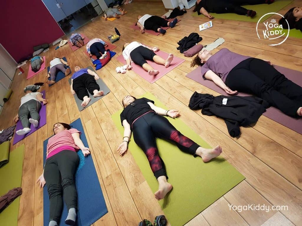 yoga-para-niños-barcelona-espana-formación-monitor-instructurado-profesor-yoga-infantil-yogakiddy_55-1024x768
