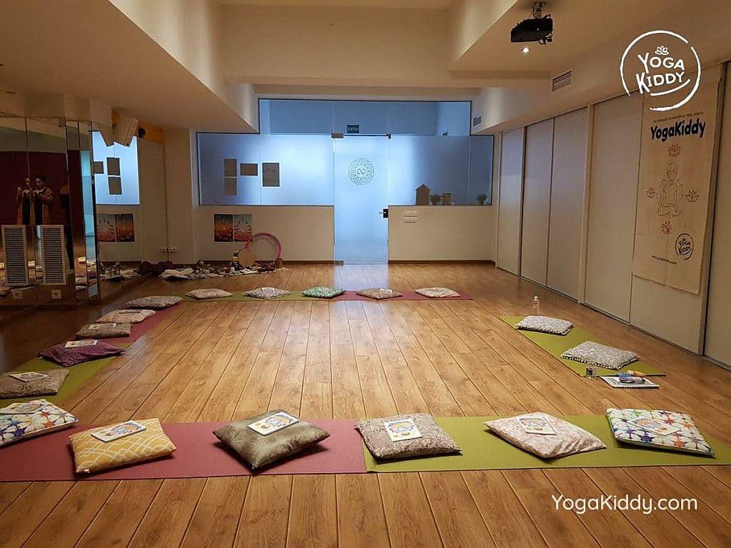 yoga-para-niños-barcelona-espana-formación-monitor-instructurado-profesor-yoga-infantil-yogakiddy_70-1024x768