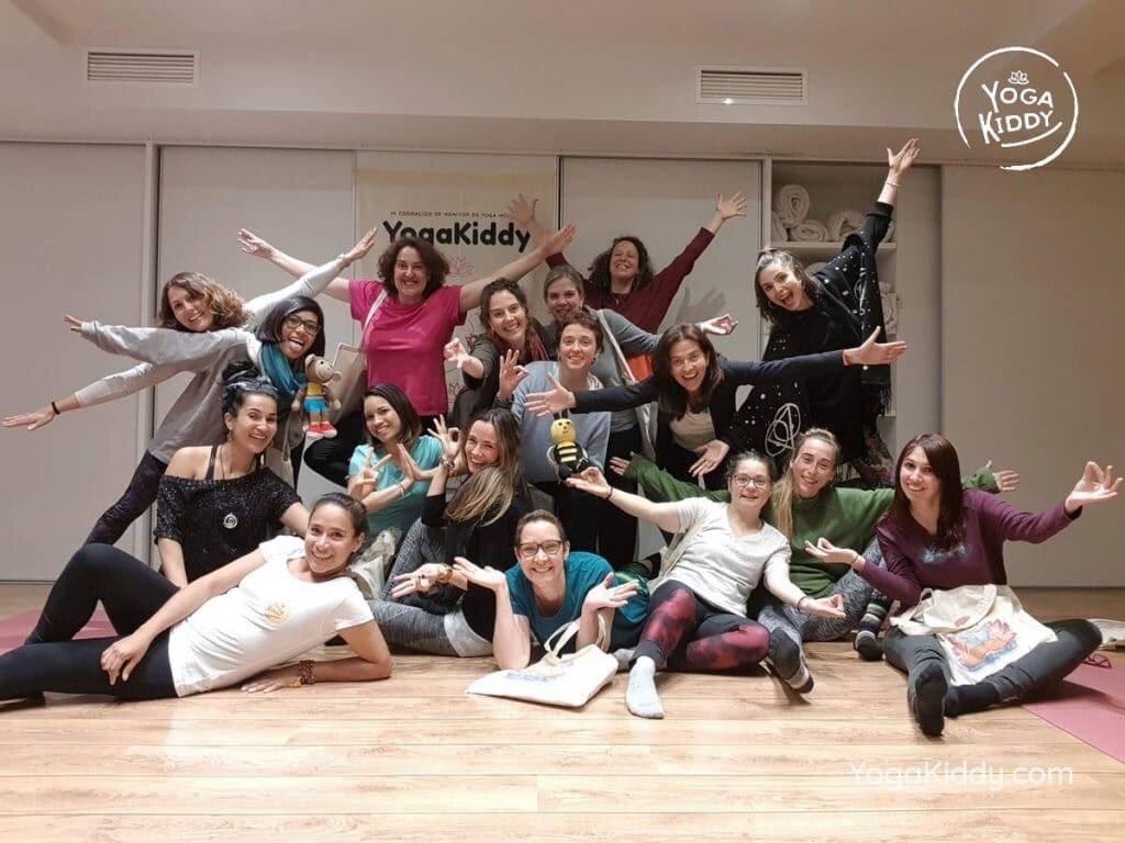yoga-para-niños-barcelona-espana-formación-monitor-instructurado-profesor-yoga-infantil-yogakiddy-1024x768