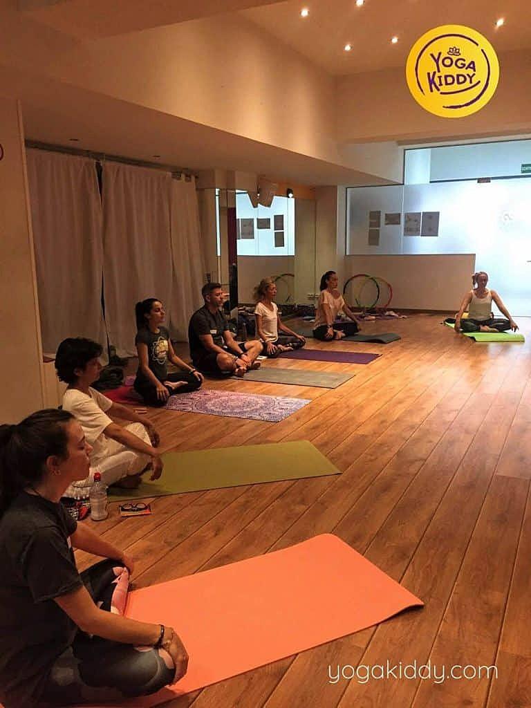 Yoga-para-niños-barcelona-españa-Formación-Internacional-de-Monitor-de-Yoga-Infantil-14-768x1024