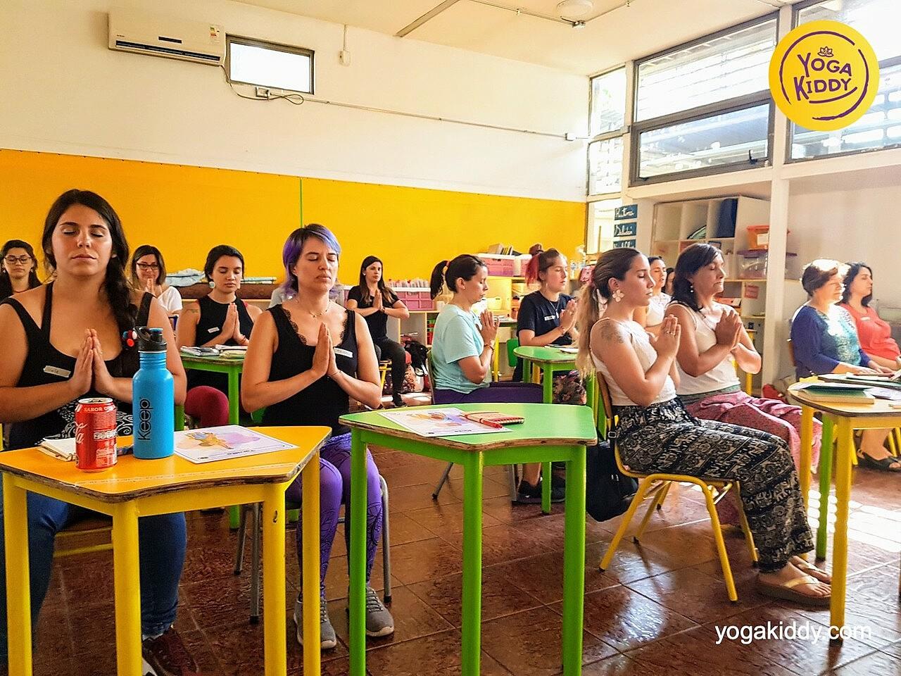yoga en el aula sala de clase yogakiddy 0016
