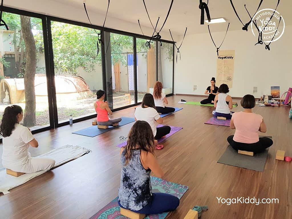 Formación-de-Yoga-para-Niños-en-Guadalajara-México-YogaKiddy-0012-1024x768
