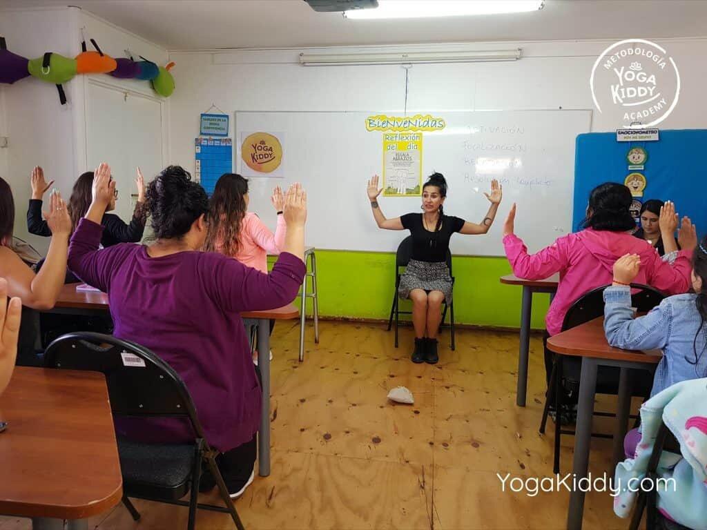 Formación-de-Yoga-en-el-aula-YogaKiddy-6-1024x768