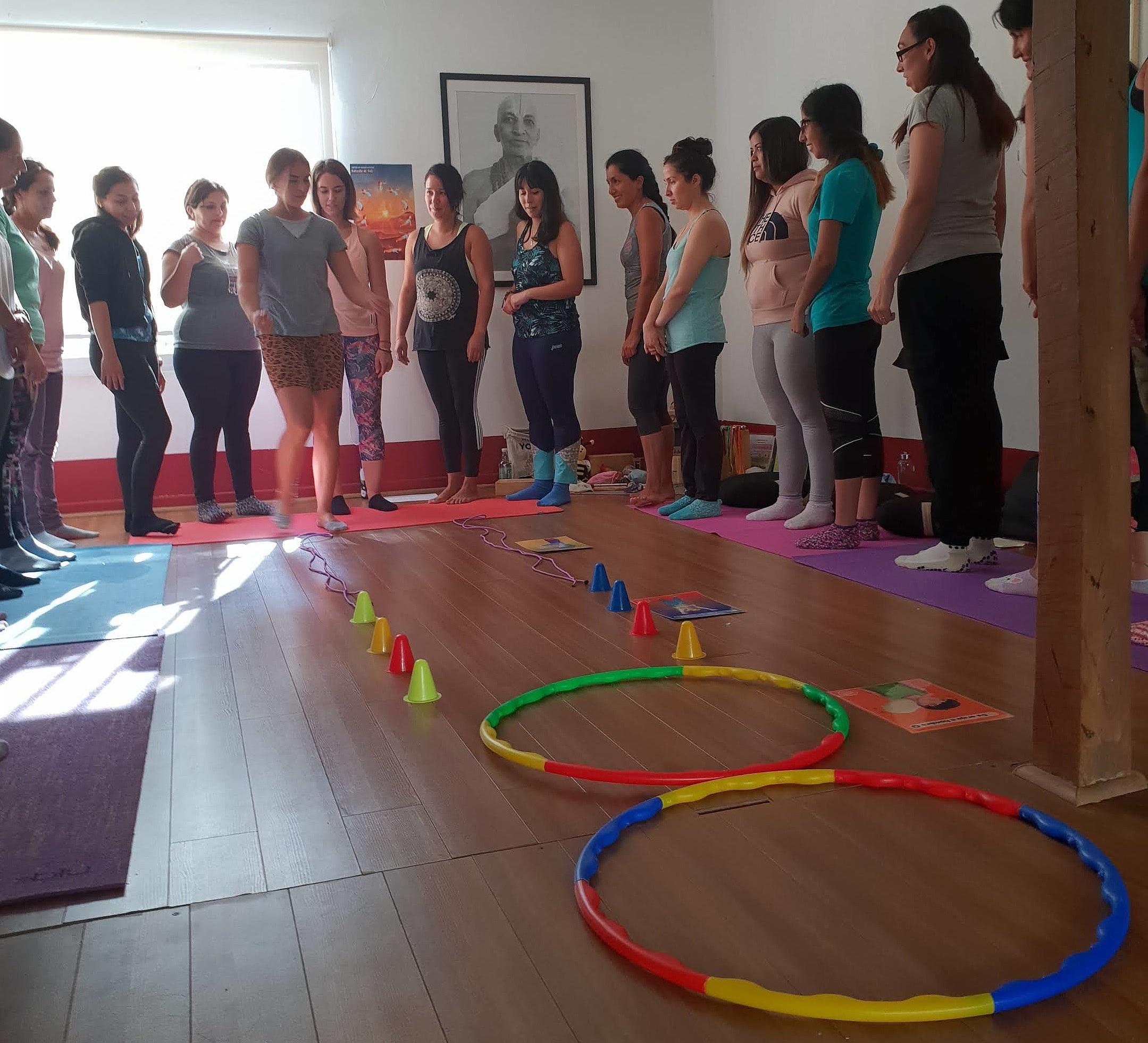 circuito o pista de obstaculos yoga para niños