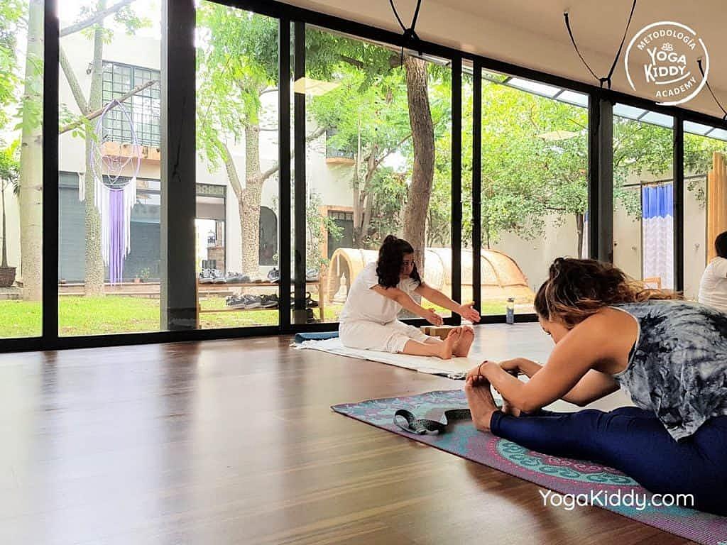 Formación-de-Yoga-para-Niños-en-Guadalajara-México-YogaKiddy-0033-1024x768