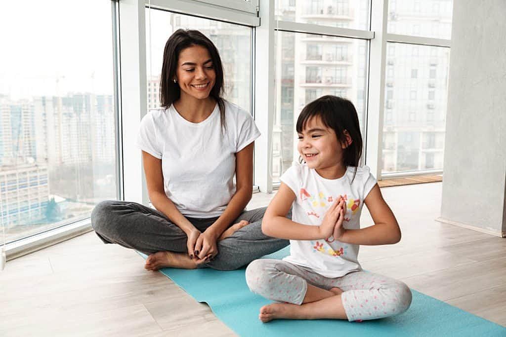 El-Yoga-infantil-como-metodología-de-enseñanza-aprendizaje-1024x683