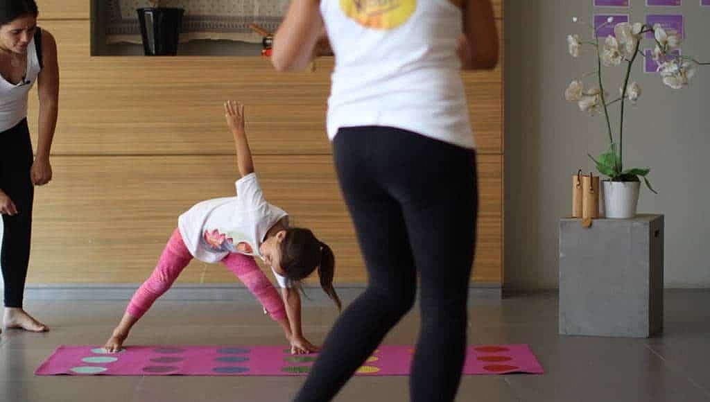 curso-de-yoga-infantil-yoga-para-ninos-en-linea-yogakiddy-6-1-1024x580