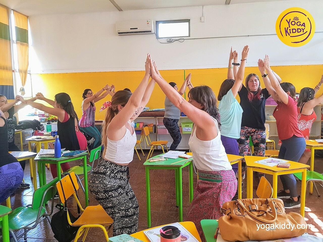 yoga en el aula sala de clase yogakiddy 0009