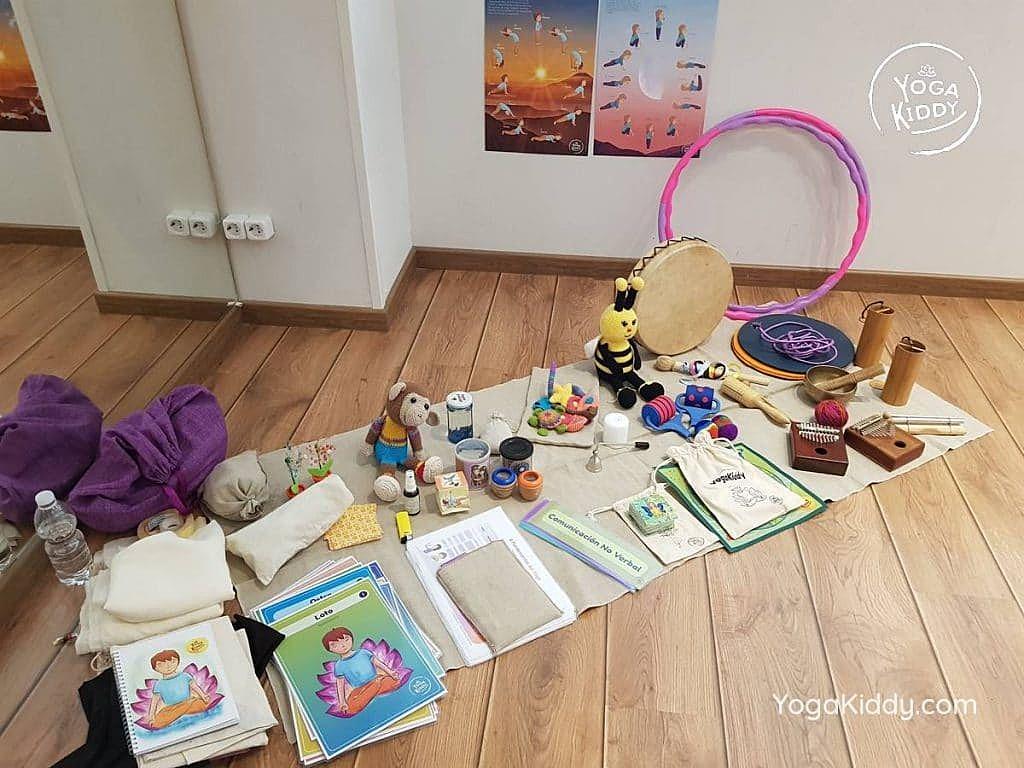 yoga-para-niños-barcelona-espana-formación-monitor-instructurado-profesor-yoga-infantil-yogakiddy_69-1024x768