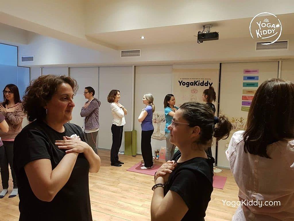 yoga-para-niños-barcelona-espana-formación-monitor-instructurado-profesor-yoga-infantil-yogakiddy_42-1024x768