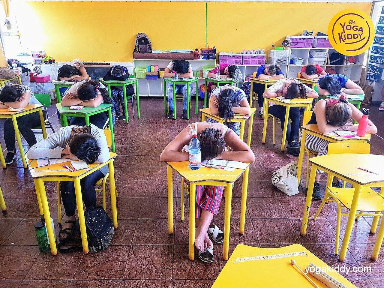 yoga en el aula sala de clase yogakiddy 0023