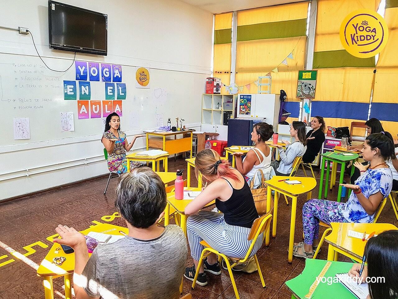 yoga en el aula sala de clase yogakiddy 0022
