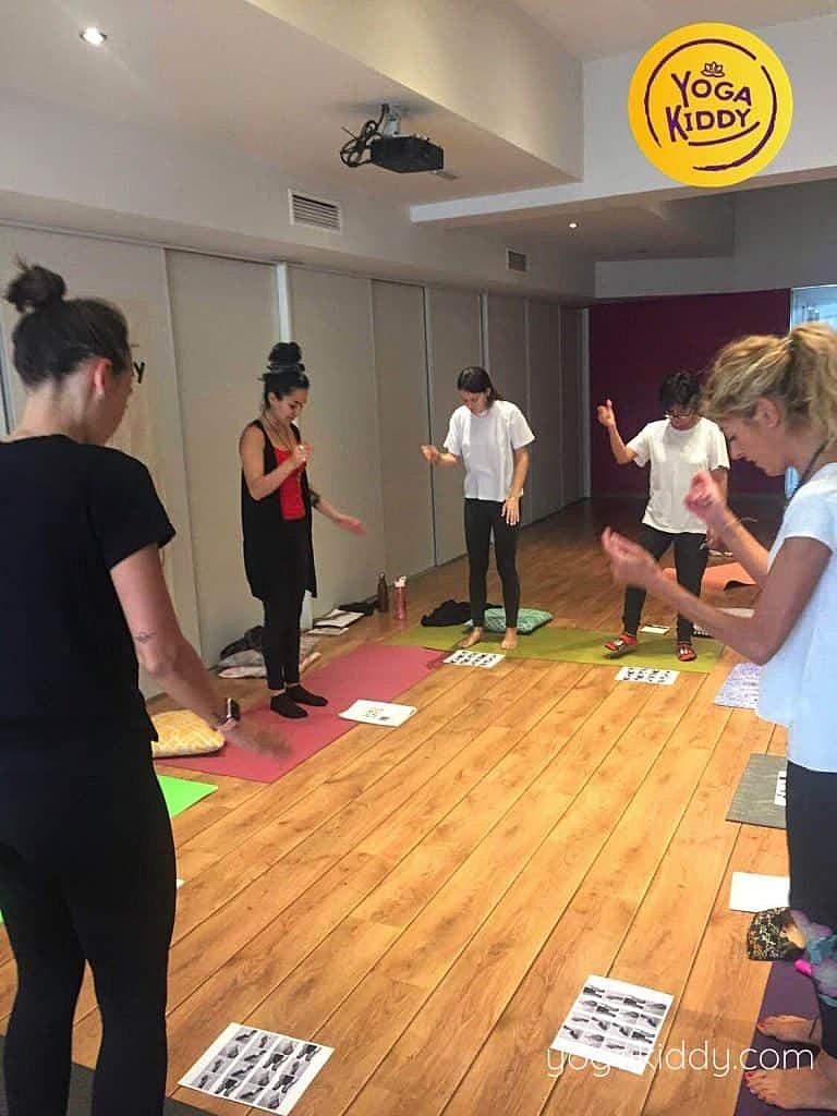 Yoga-para-niños-barcelona-españa-Formación-Internacional-de-Monitor-de-Yoga-Infantil-5-768x1024