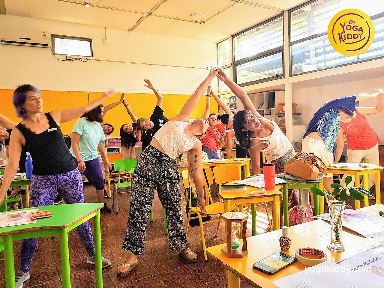 yoga en el aula sala de clase yogakiddy 0013