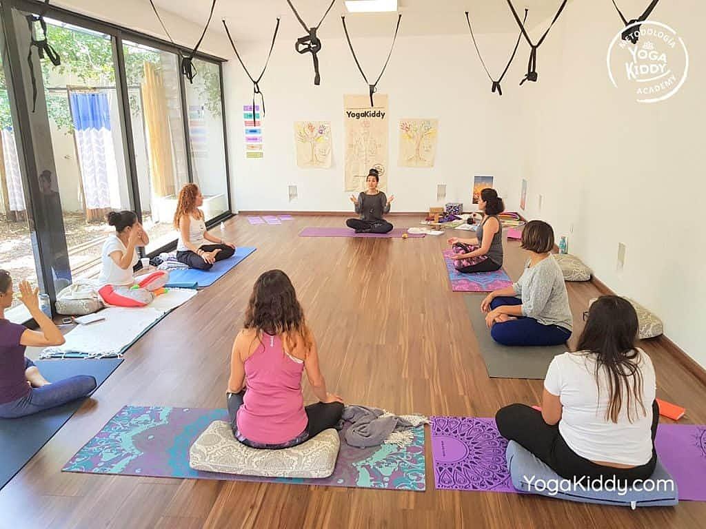 Formación-de-Yoga-para-Niños-en-Guadalajara-México-YogaKiddy-0101-1024x768
