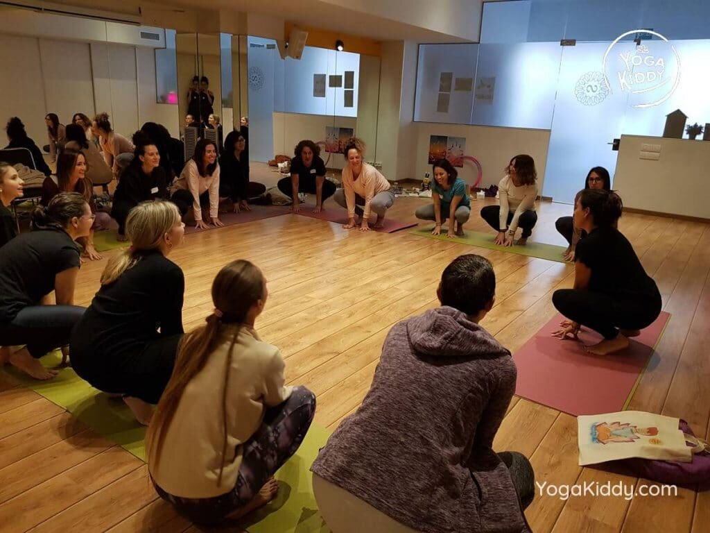 yoga-para-niños-barcelona-espana-formación-monitor-instructurado-profesor-yoga-infantil-yogakiddy_51-1024x768