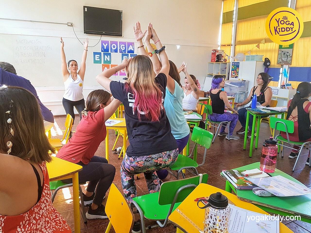 yoga en el aula sala de clase yogakiddy 0007