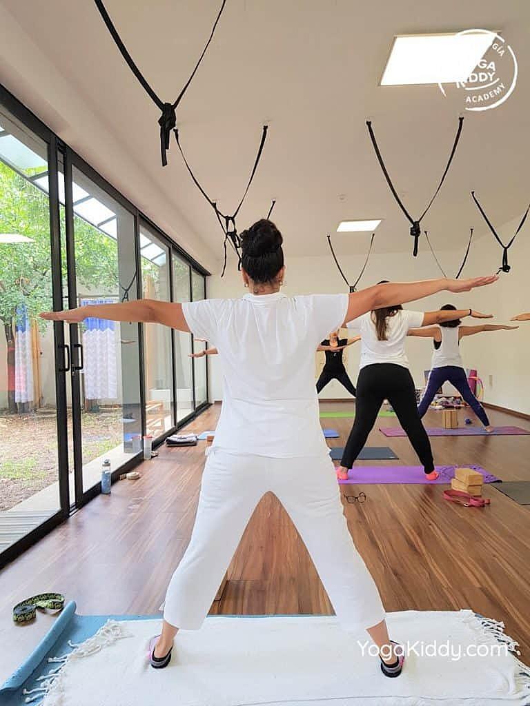Formación-de-Yoga-para-Niños-en-Guadalajara-México-YogaKiddy-0023-768x1024
