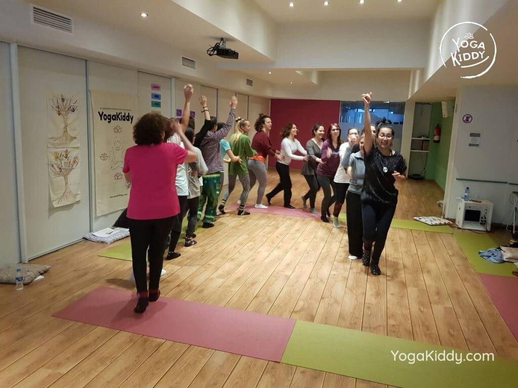 yoga-para-niños-barcelona-espana-formación-monitor-instructurado-profesor-yoga-infantil-yogakiddy_29-1024x768