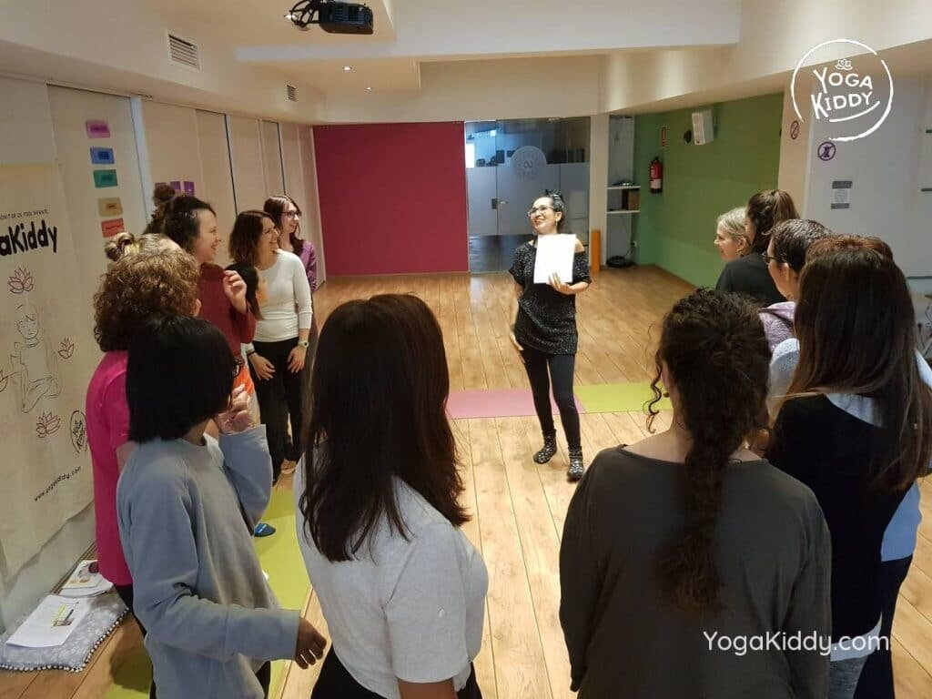 yoga-para-niños-barcelona-espana-formación-monitor-instructurado-profesor-yoga-infantil-yogakiddy_30-1024x768
