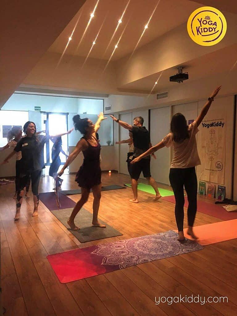 Yoga-para-niños-barcelona-españa-Formación-Internacional-de-Monitor-de-Yoga-Infantil-9-768x1024