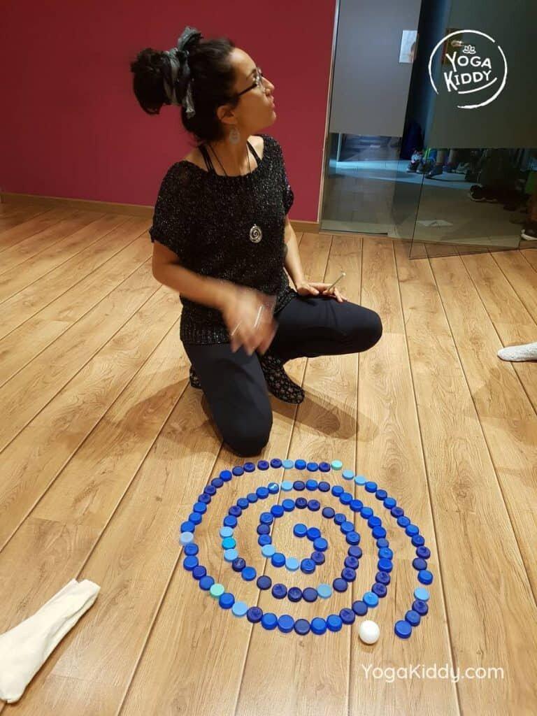 yoga-para-niños-barcelona-espana-formación-monitor-instructurado-profesor-yoga-infantil-yogakiddy_22-768x1024