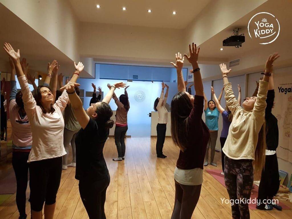 yoga-para-niños-barcelona-espana-formación-monitor-instructurado-profesor-yoga-infantil-yogakiddy_45-1024x768