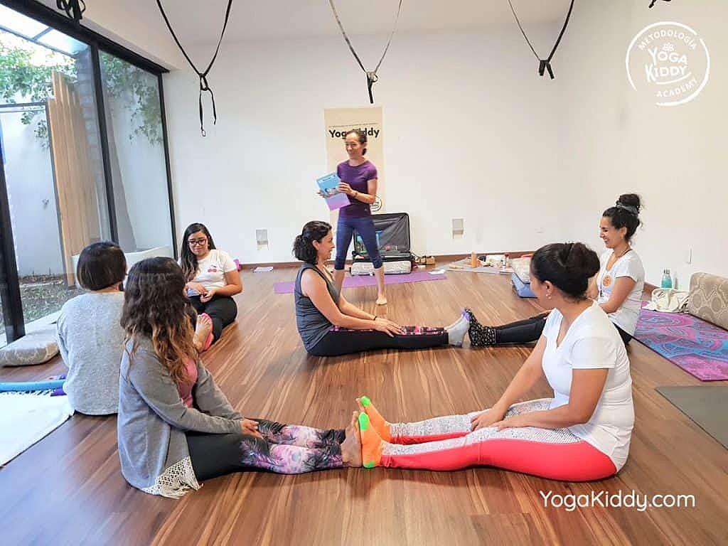 Formación-de-Yoga-para-Niños-en-Guadalajara-México-YogaKiddy-0140-1024x768