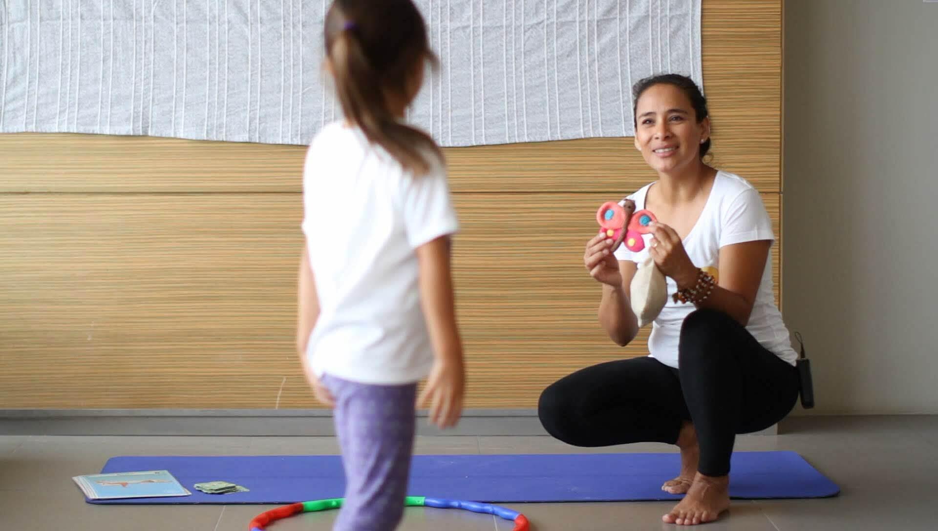 monitor de yoga infantil profesor facilitador
