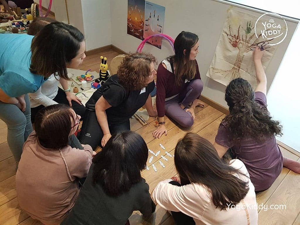 yoga-para-niños-barcelona-espana-formación-monitor-instructurado-profesor-yoga-infantil-yogakiddy_52-1024x768