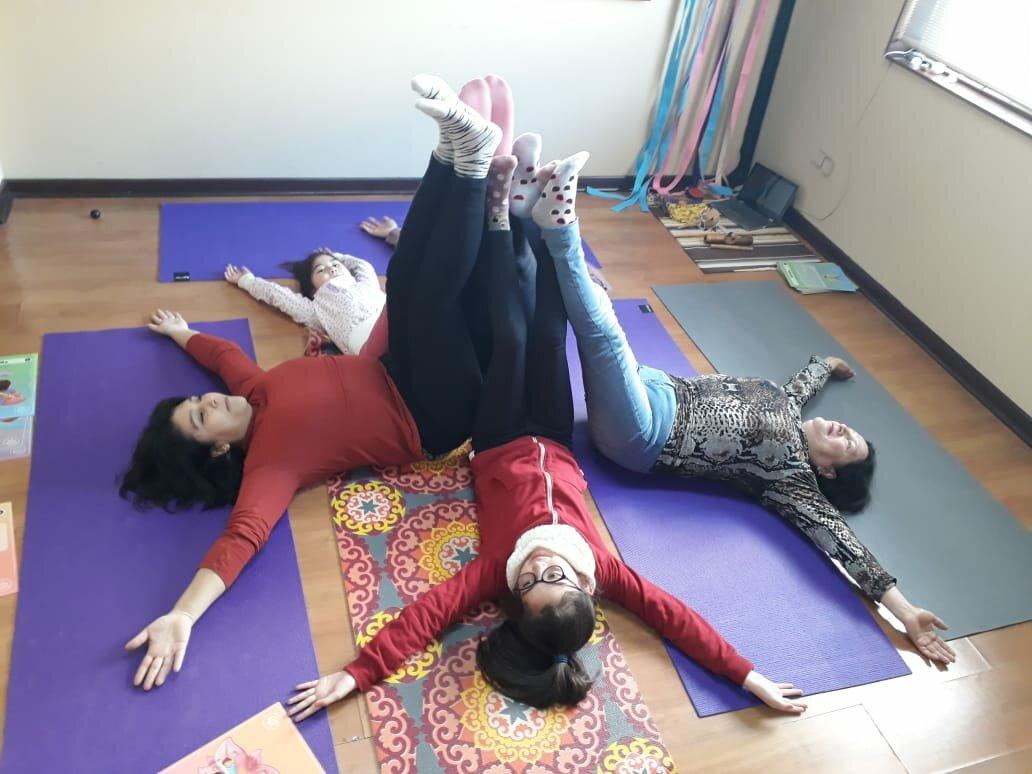 yoga infantil crecimiento saludable niños y niñas