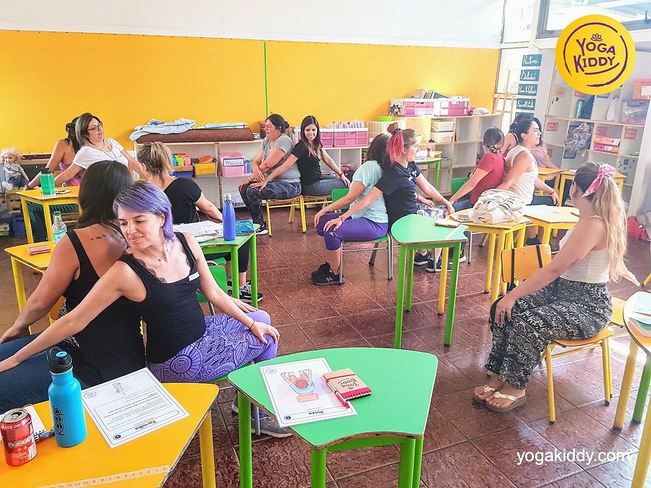 yoga en el aula sala de clase yogakiddy 0012