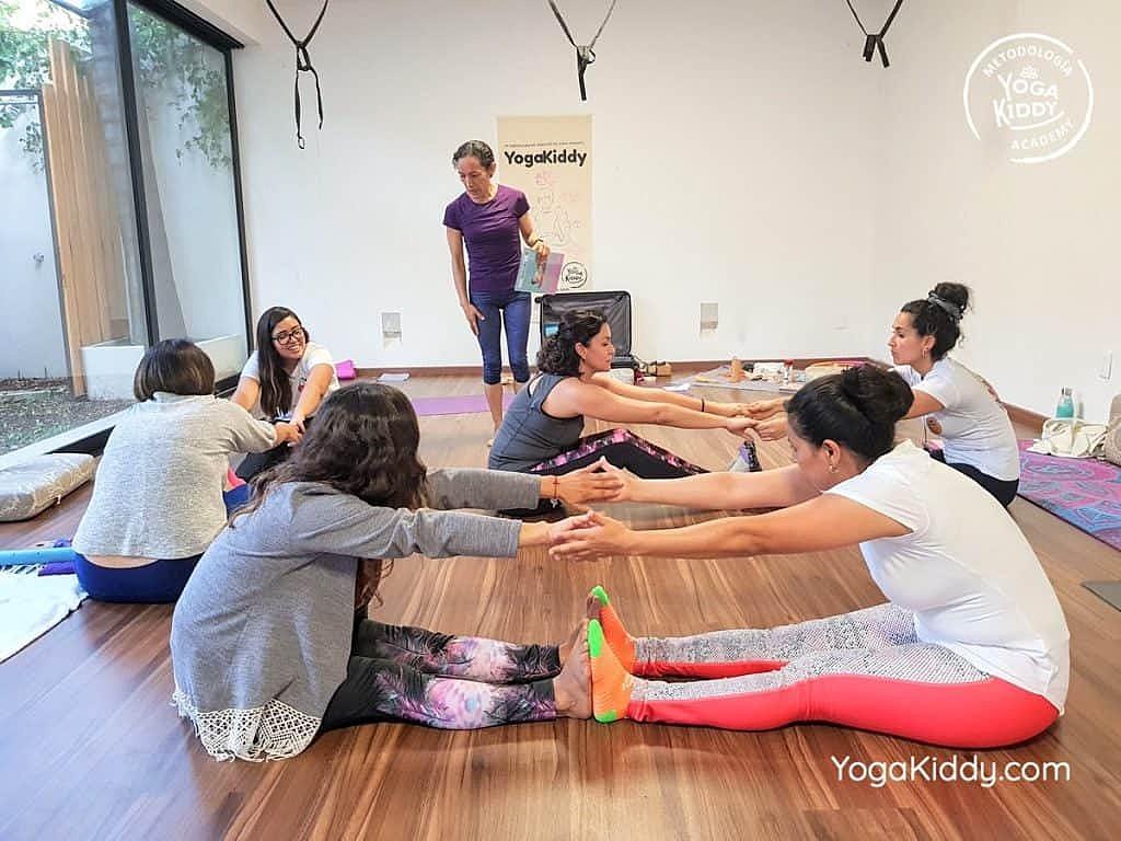 Formación-de-Yoga-para-Niños-en-Guadalajara-México-YogaKiddy-0142-1024x768
