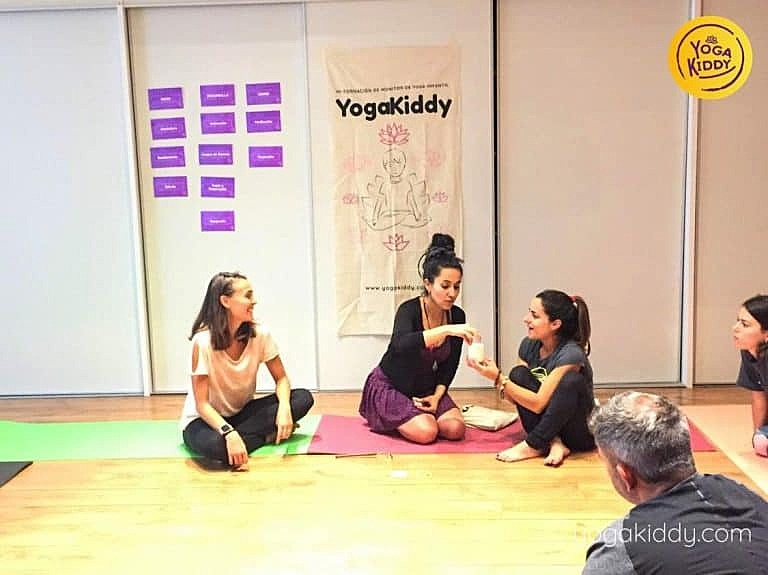 Yoga-para-niños-barcelona-españa-Formación-Internacional-de-Monitor-de-Yoga-Infantil-11-768x575