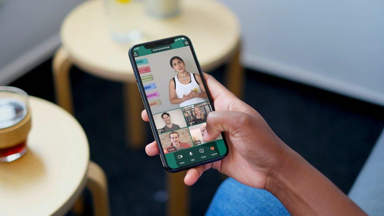 Puedes acceder de manera fácil a los webinar y a todos los contenidos desde tu computador o tu smartphone