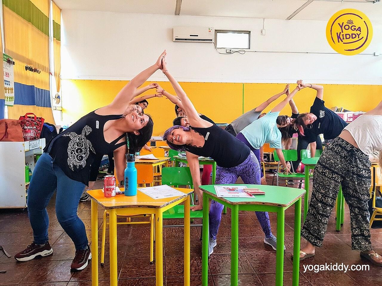 yoga en el aula sala de clase yogakiddy 0014