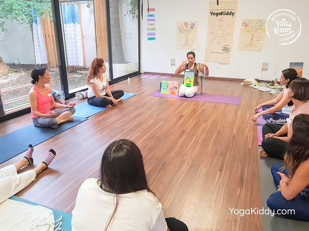 Formación-de-Yoga-para-Niños-en-Guadalajara-México-YogaKiddy-0066-1024x768