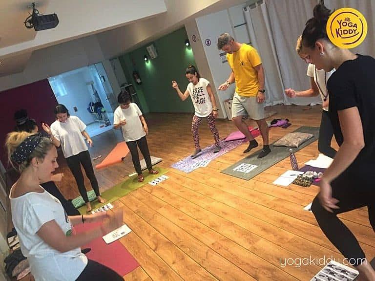 Yoga-para-niños-barcelona-españa-Formación-Internacional-de-Monitor-de-Yoga-Infantil-1-768x575