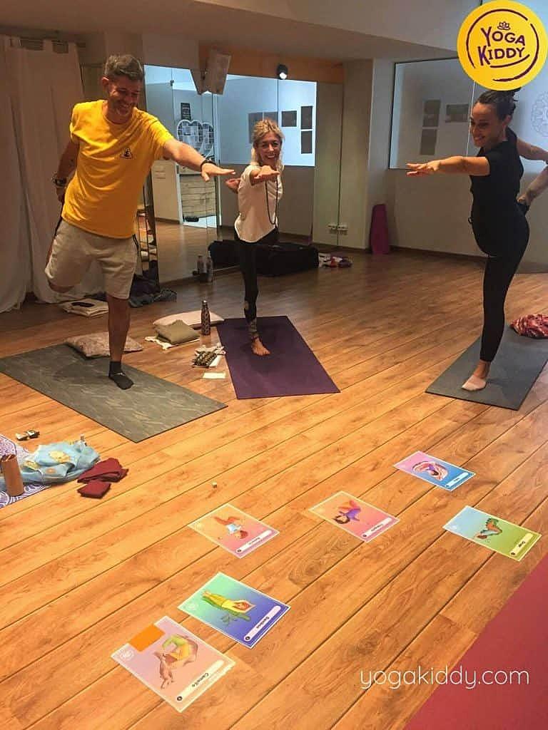 Yoga-para-niños-barcelona-españa-Formación-Internacional-de-Monitor-de-Yoga-Infantil-3-768x1024