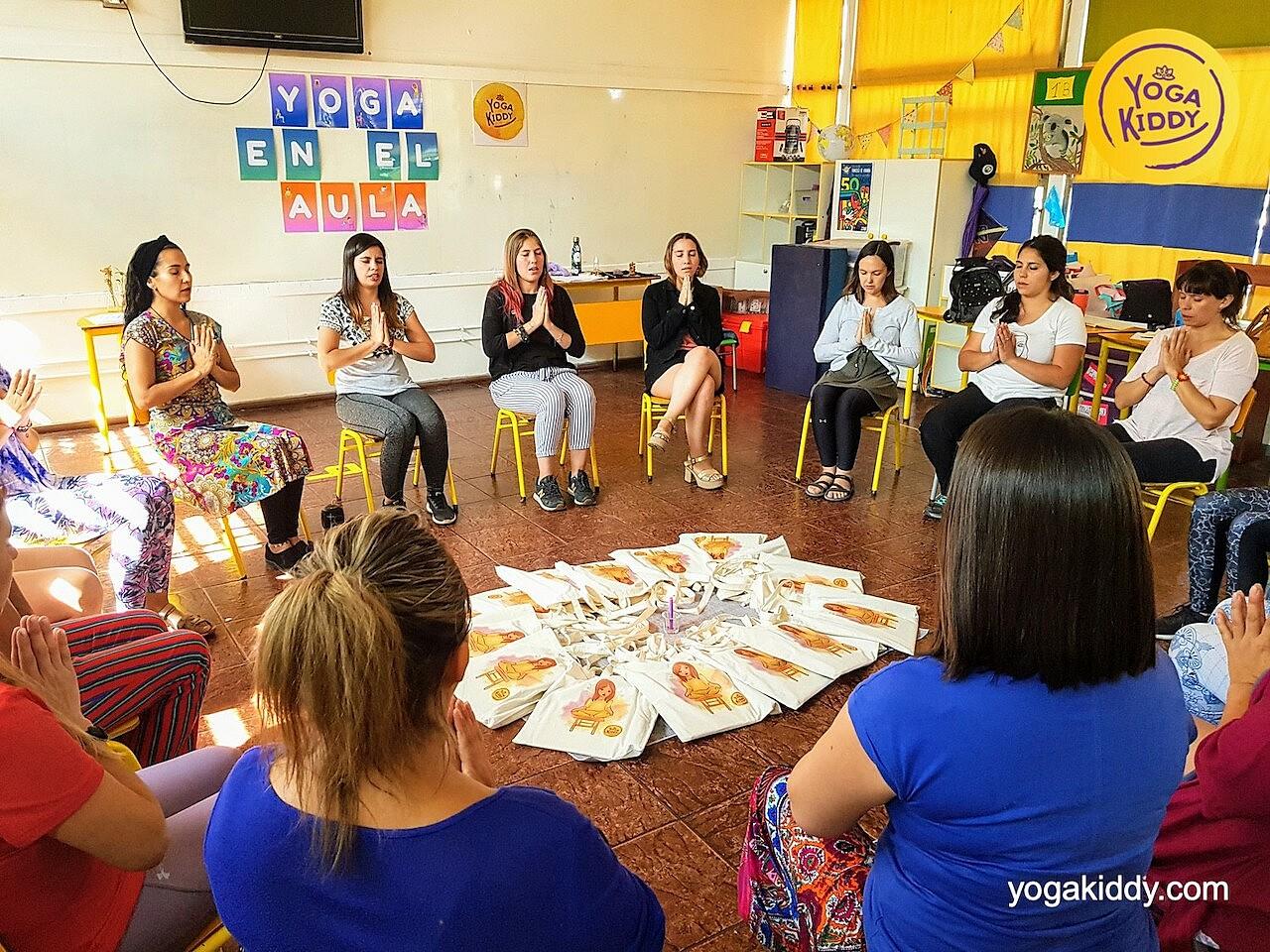 yoga en el aula sala de clase yogakiddy 0025