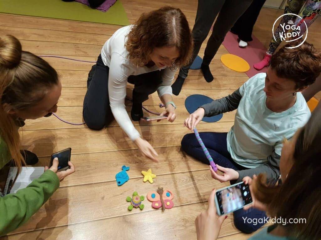 yoga-para-niños-barcelona-espana-formación-monitor-instructurado-profesor-yoga-infantil-yogakiddy_24-1024x768