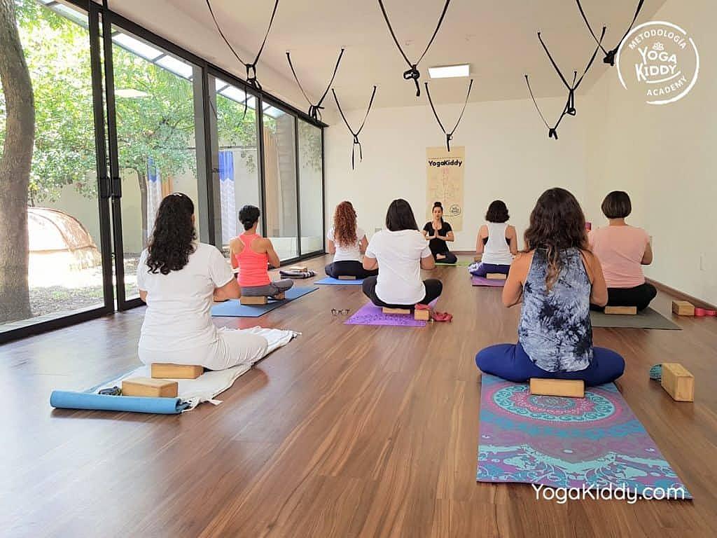 Formación-de-Yoga-para-Niños-en-Guadalajara-México-YogaKiddy-0006-1024x768